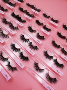 What Should I Pay Attention To When Looking At Mink Eyelash Vendors?